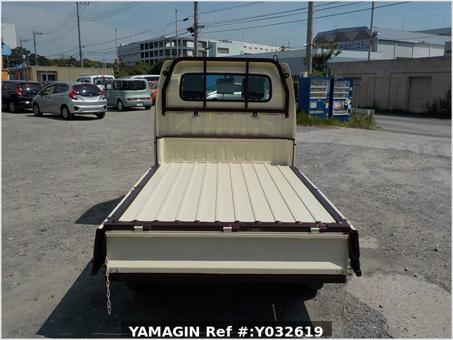 It is a picture of the beige  suzuki carry dump in 2004,Sub Photo 5 Stock No.Y032619