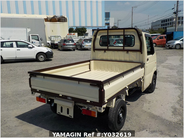 It is a picture of the beige  suzuki carry dump in 2004,Sub Photo 3 Stock No.Y032619