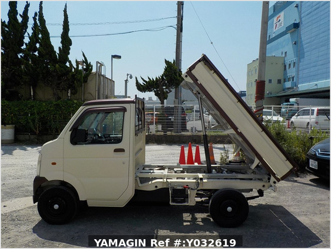 It is a picture of the beige  suzuki carry dump in 2004,Sub Photo 6 Stock No.Y032619