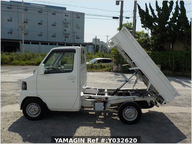 It is a picture of the white nissan clipper  dump in 2009,Sub Photo 13 Stock No.Y032620
