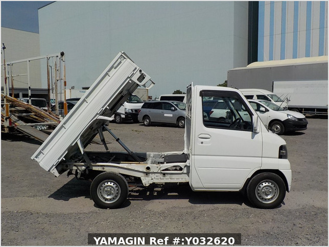 It is a picture of the white nissan clipper  dump in 2009,Sub Photo 0 Stock No.Y032620