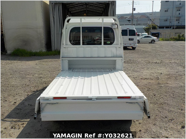 It is a picture of the white daihatsu hijet jumbo in 2019,Sub Photo 4 Stock No.Y032621