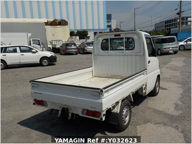 It is a picture of the white mitsubishi minicab truck in 2010,Sub Photo 2 Stock No.Y032623