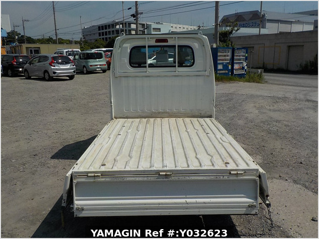 It is a picture of the white mitsubishi minicab truck in 2010,Sub Photo 4 Stock No.Y032623