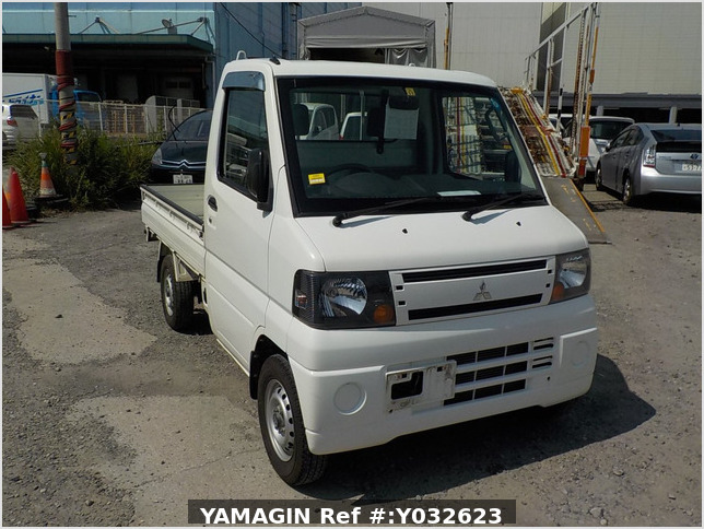 It is a picture of the white mitsubishi minicab truck in 2010,Sub Photo 0 Stock No.Y032623