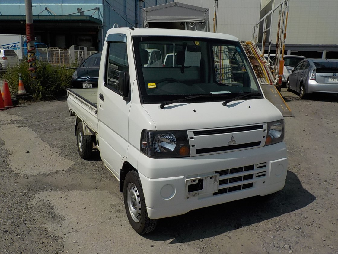 It is a picture of the white mitsubishi minicab truck in 2010,First Photo Stock No.Y032623