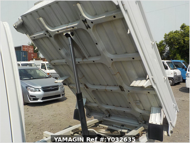 It is a picture of the white suzuki carry dump in 2006,Sub Photo 7 Stock No.Y032635