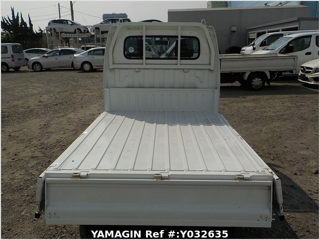 It is a picture of the white suzuki carry dump in 2006,Sub Photo 5 Stock No.Y032635