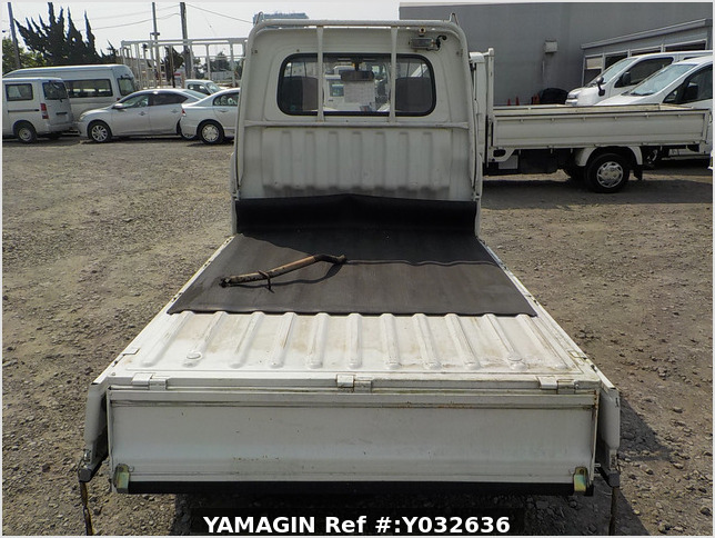 It is a picture of the white daihatsu hijet truck in 1994,Sub Photo 4 Stock No.Y032636