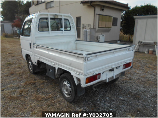 It is a picture of the white honda acty truck in 1996,Sub Photo 3 Stock No.Y032705