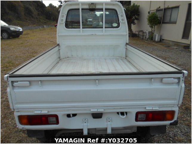 It is a picture of the white honda acty truck in 1996,Sub Photo 4 Stock No.Y032705