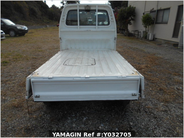 It is a picture of the white honda acty truck in 1996,Sub Photo 5 Stock No.Y032705
