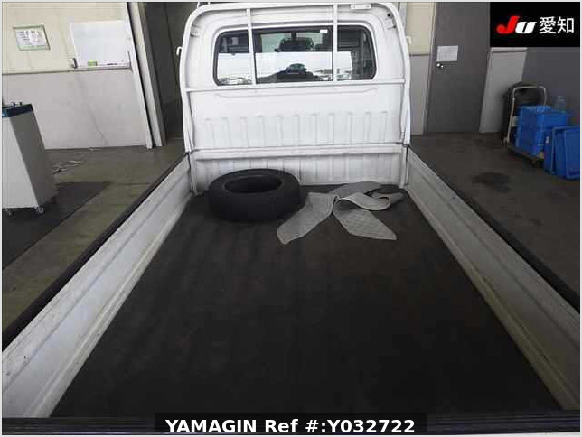 It is a picture of the white suzuki carry truck in 1995,Sub Photo 3 Stock No.Y032722