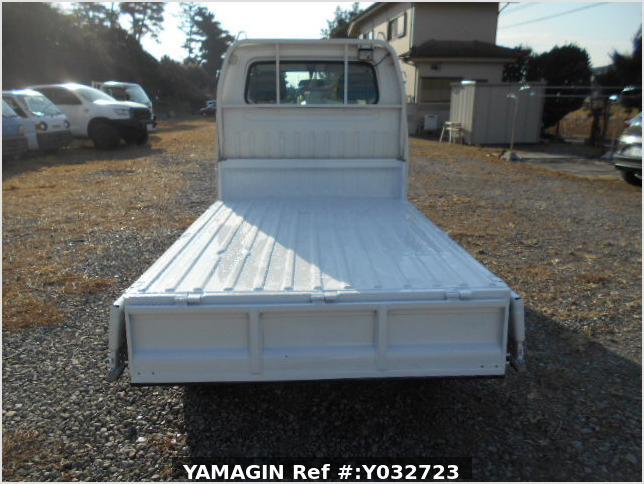 It is a picture of the white suzuki carry truck in 1996,Sub Photo 5 Stock No.Y032723