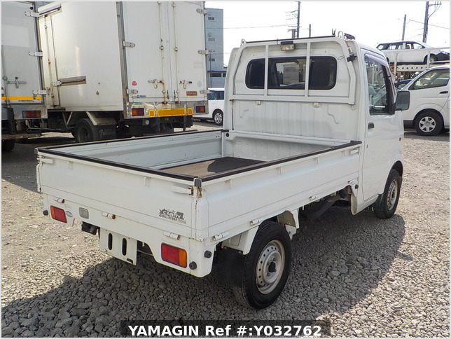 It is a picture of the white suzuki carry truck in 2004,Sub Photo 2 Stock No.Y032762