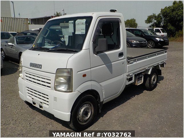 It is a picture of the white suzuki carry truck in 2004,Sub Photo 1 Stock No.Y032762