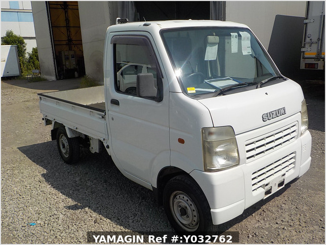 It is a picture of the white suzuki carry truck in 2004,Sub Photo 0 Stock No.Y032762