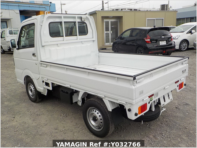 It is a picture of the white suzuki carry truck in 2020,Sub Photo 3 Stock No.Y032766