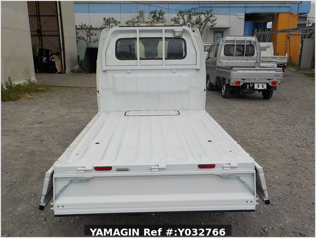 It is a picture of the white suzuki carry truck in 2020,Sub Photo 4 Stock No.Y032766