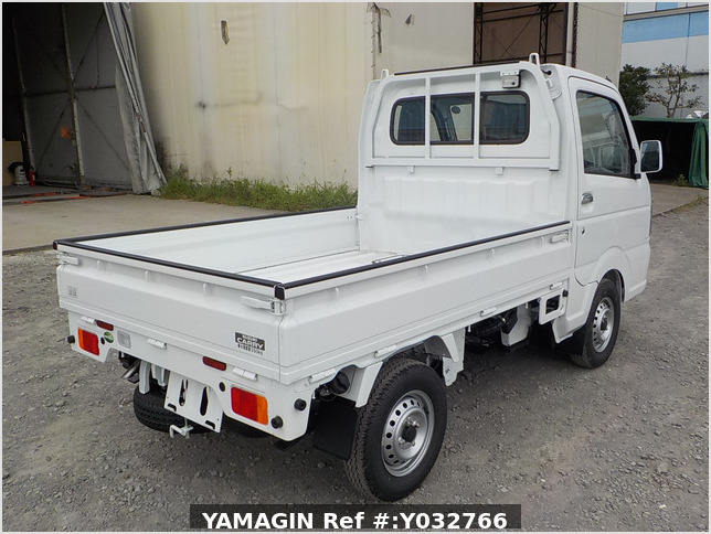 It is a picture of the white suzuki carry truck in 2020,Sub Photo 2 Stock No.Y032766