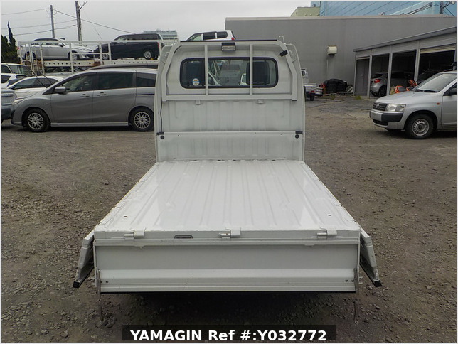 It is a picture of the white suzuki carry truck in 2010,Sub Photo 4 Stock No.Y032772