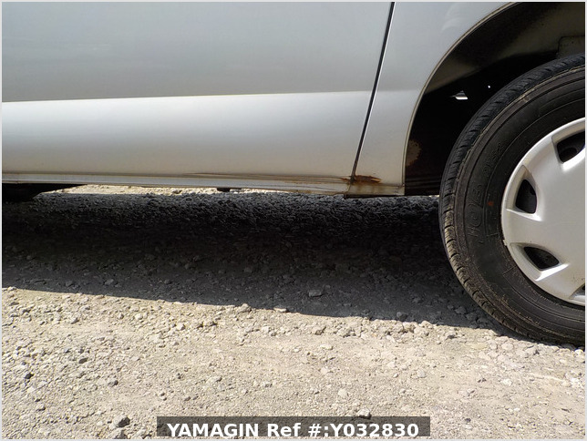 It is a picture of the silver daihatsu hijet passenger van in 2003,Sub Photo 15 Stock No.Y032830