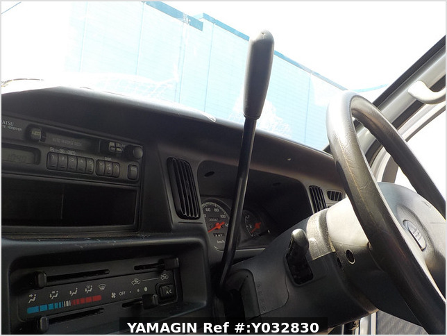 It is a picture of the silver daihatsu hijet passenger van in 2003,Sub Photo 14 Stock No.Y032830