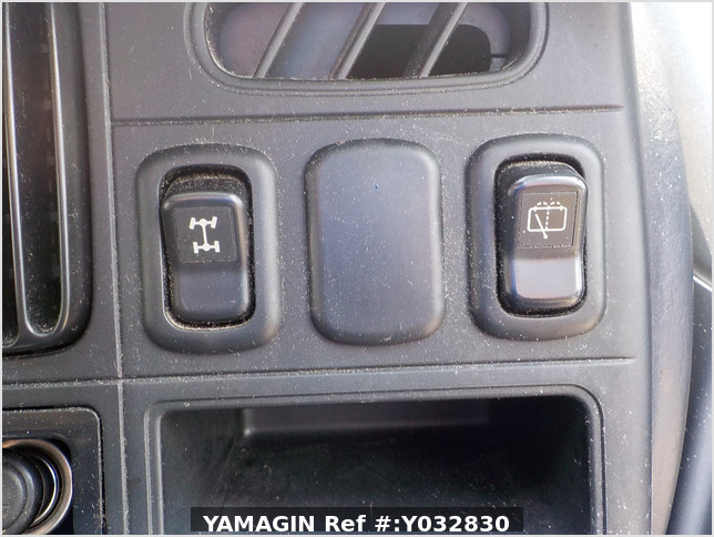 It is a picture of the silver daihatsu hijet passenger van in 2003,Sub Photo 11 Stock No.Y032830