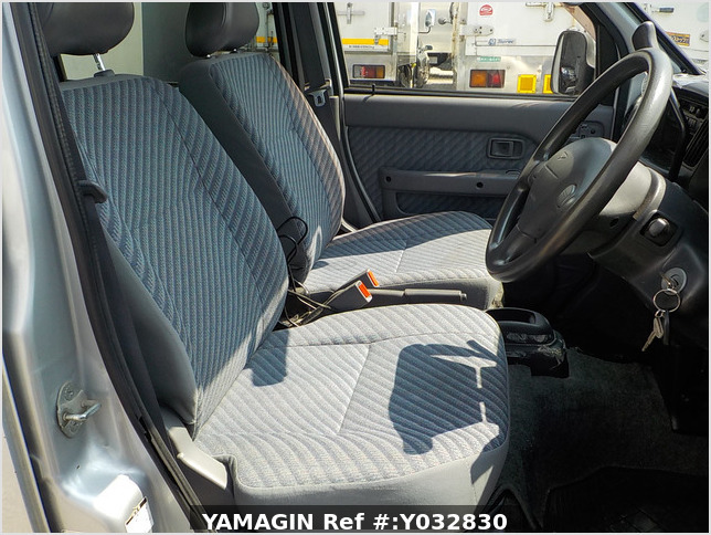 It is a picture of the silver daihatsu hijet passenger van in 2003,Sub Photo 4 Stock No.Y032830
