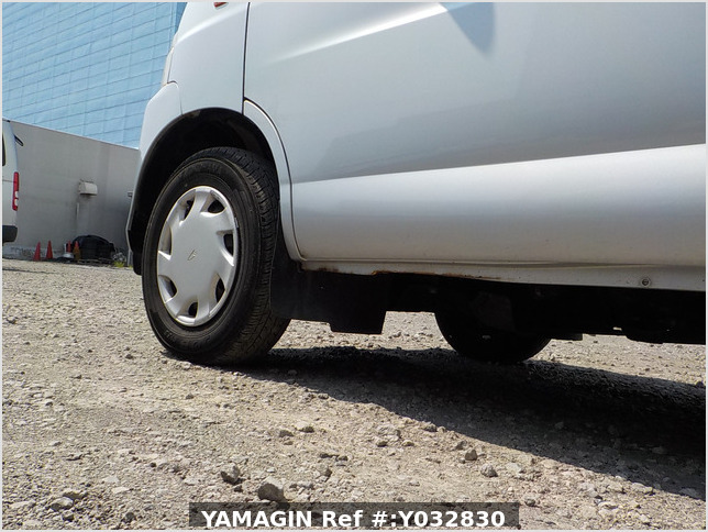 It is a picture of the silver daihatsu hijet passenger van in 2003,Sub Photo 16 Stock No.Y032830