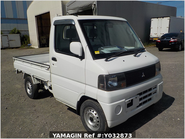 It is a picture of the white mitsubishi minicab truck in 2005,Sub Photo 0 Stock No.Y032873