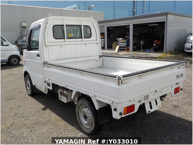 It is a picture of the white suzuki carry truck in 2002,Sub Photo 3 Stock No.Y033010
