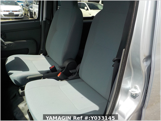 It is a picture of the silver daihatsu hijet passenger van in 2016,Sub Photo 13 Stock No.Y033145