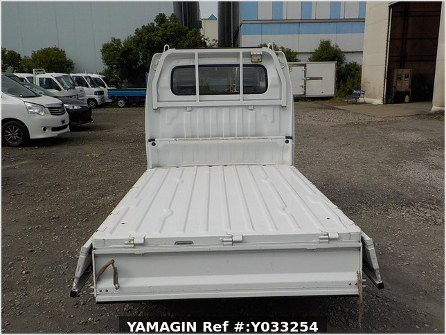 It is a picture of the white suzuki carry truck in 2008,Sub Photo 4 Stock No.Y033254