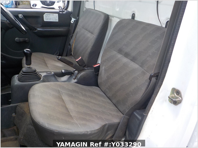 It is a picture of the white suzuki carry dump in 2003,Sub Photo 15 Stock No.Y033290