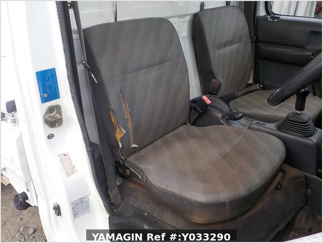 It is a picture of the white suzuki carry dump in 2003,Sub Photo 14 Stock No.Y033290