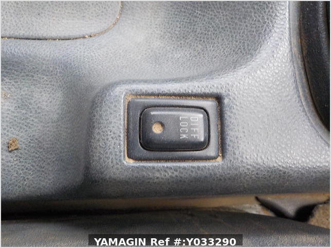 It is a picture of the white suzuki carry dump in 2003,Sub Photo 12 Stock No.Y033290