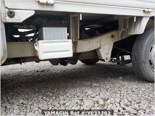 It is a picture of the white suzuki carry truck in 1993,Sub Photo 5 Stock No.Y033362