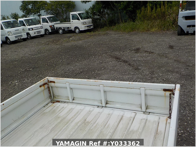 It is a picture of the white suzuki carry truck in 1993,Sub Photo 4 Stock No.Y033362