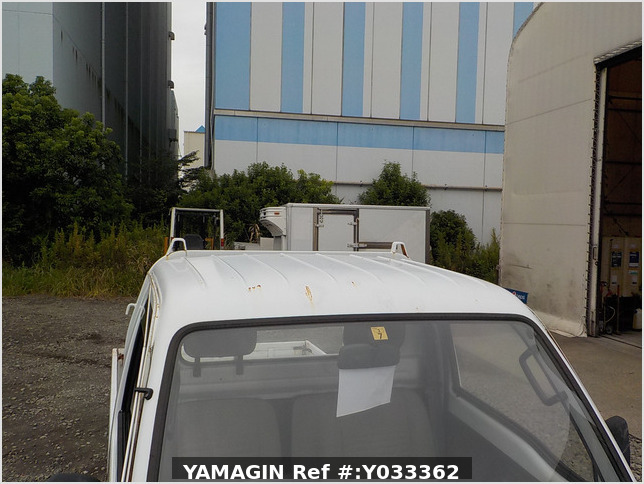 It is a picture of the white suzuki carry truck in 1993,Sub Photo 18 Stock No.Y033362