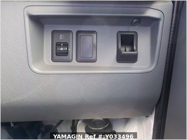 It is a picture of the white mitsubishi minicab truck in 2011,Sub Photo 7 Stock No.Y033496