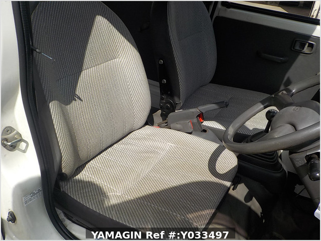 It is a picture of the white daihatsu hijet passenger van in 1995,Sub Photo 4 Stock No.Y033497