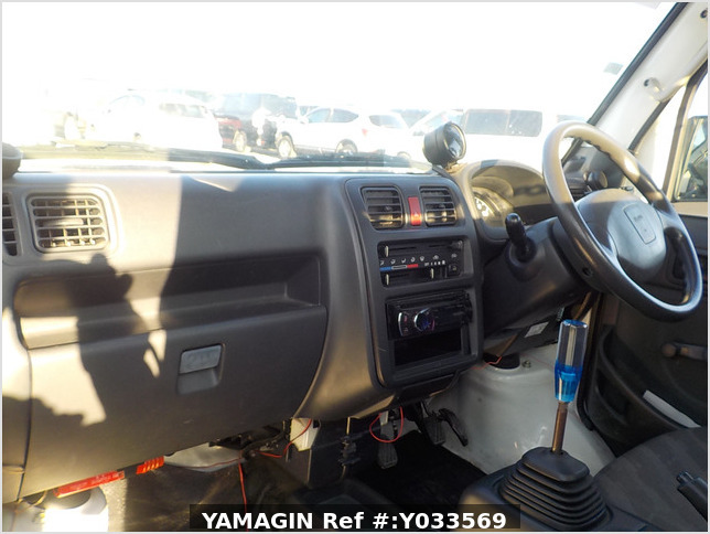 It is a picture of the white suzuki carry dump in 2010,Sub Photo 24 Stock No.Y033569