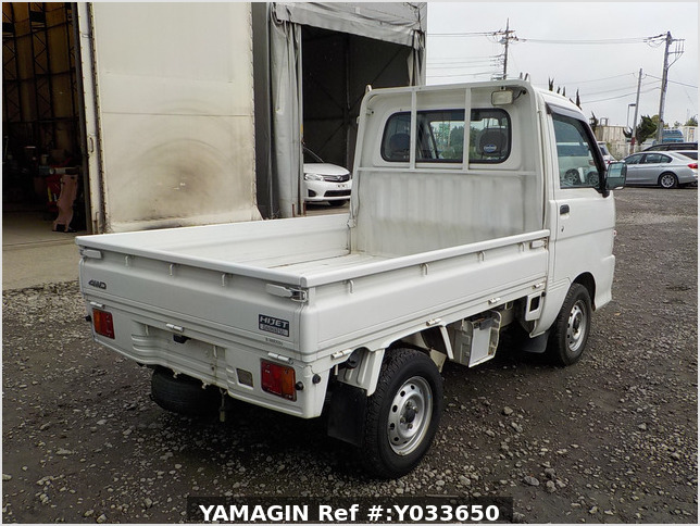It is a picture of the white daihatsu hijet  truck in 2004,Sub Photo 2 Stock No.Y033650