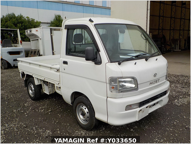 It is a picture of the white daihatsu hijet  truck in 2004,Sub Photo 0 Stock No.Y033650