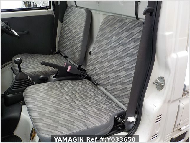It is a picture of the white daihatsu hijet  truck in 2004,Sub Photo 12 Stock No.Y033650