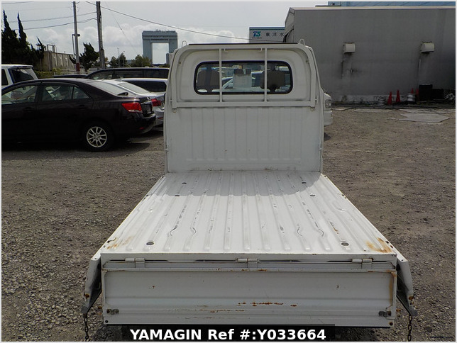 It is a picture of the white mitsubishi minicab  truck in 2002,Sub Photo 4 Stock No.Y033664