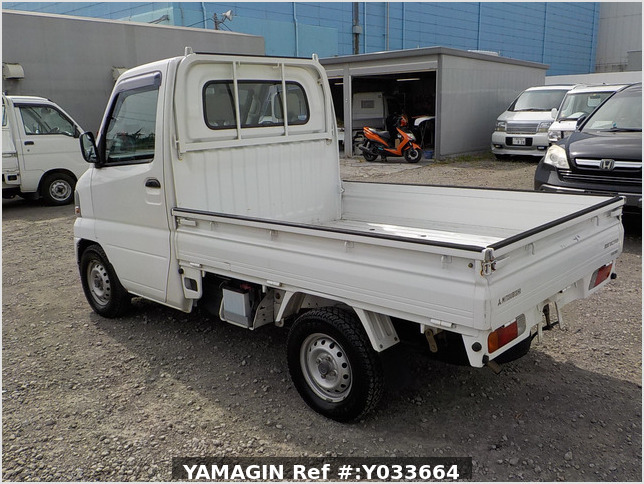 It is a picture of the white mitsubishi minicab  truck in 2002,Sub Photo 3 Stock No.Y033664
