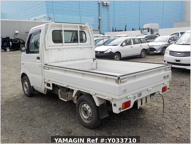 It is a picture of the white suzuki carry truck in 2002,Sub Photo 3 Stock No.Y033710