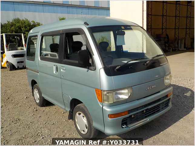It is a picture of the green daihatsu atrai passenger van in 1996,Sub Photo 0 Stock No.Y033731